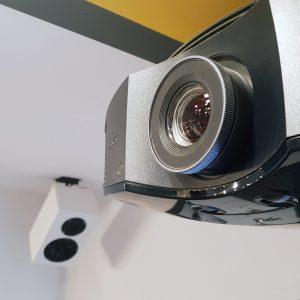 Sony LCD Projektor (Beamer) mit SXRD Panel für Heimkino Betrieb;